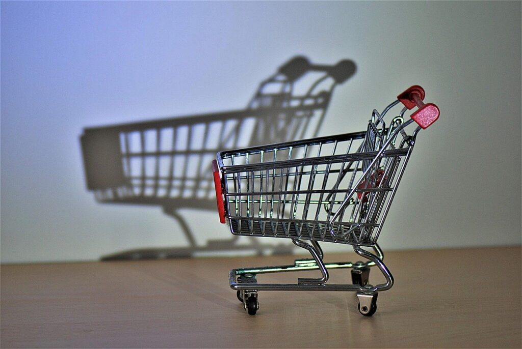 shopping cart, hispanic, close up